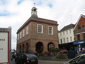 English: Reigate Town Hall The old town hall was built in 1708. According to the wooden plaque that still hangs inside, it was purchased and returned to the 'corporation… for the benefit of the inhabitants' in 1922. It is now home to a cafe.  (Photo credit: Wikipedia)